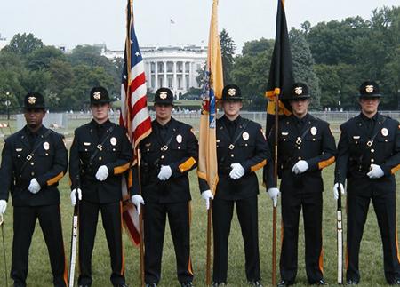组图:美国警察好似特种部队