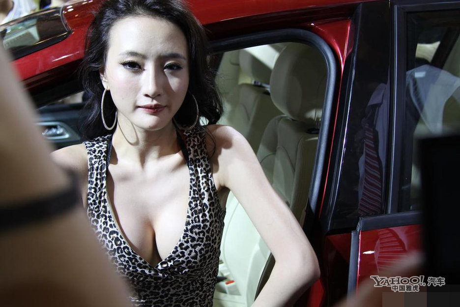 熟女透视装15p_华中第一车模吴雨婵穿百万透视装捞金