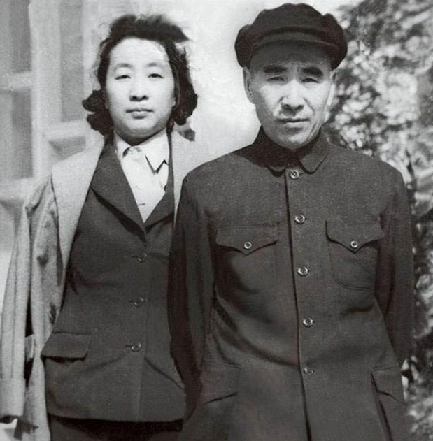 林彪/林彪夫妇。(图片来源:新华网)