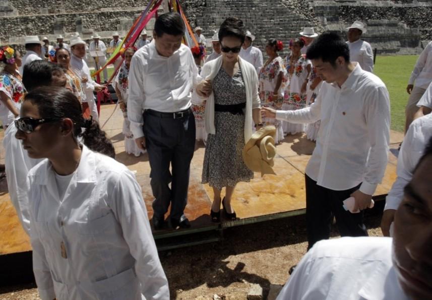 组图:习近平夫妇参观墨西哥玛雅金字塔