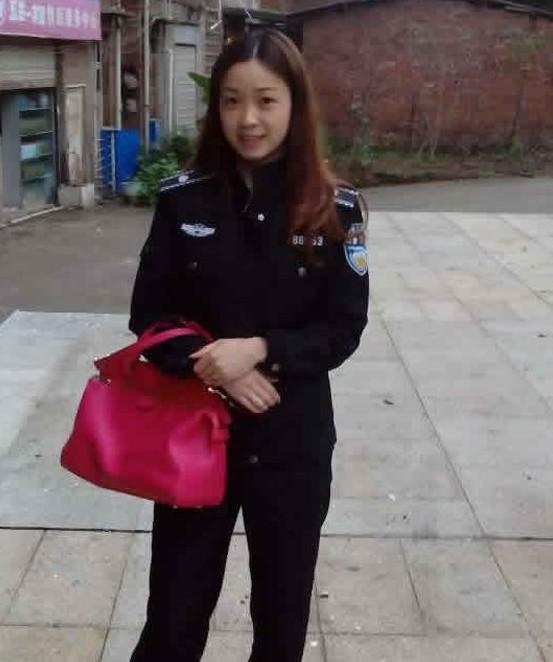 热议:四川美女城管私照网络疯传