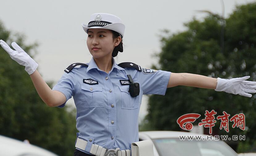 网曝:西安最美女交警 生活私照曝光