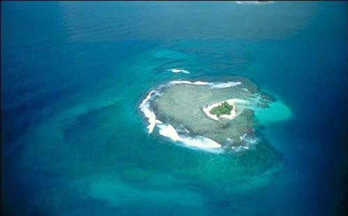 组图:中国南海永暑岛造陆进度曝光 似巨型航母